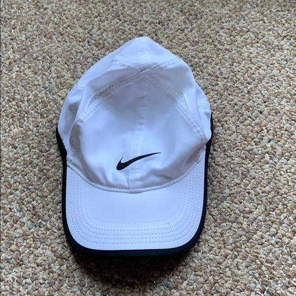 Nike Featherlight Dri-fit hat!!